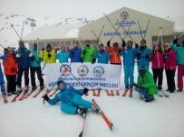 GENÇLİK MECLİSİ - Denizli'de Gençler Kayak Öğreniyor