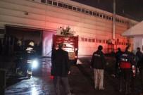 Düzce'de Fabrika Yangınında 5 Kişi Dumandan Etkilendi