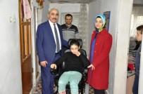OMURİLİK FELÇLİLERİ - Engelli Çocuğun Akülü Sandalye Sevinci