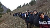 SAĞNAK YAĞMUR - Eskişehir Doğa Aktiviteleri Grubu 40 Kişi İle Doğa Yürüyüşü Yaptı