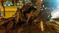 AĞIR YARALI - Manisa'da Otomobil Ağaca Çarptı Açıklaması 1 Ağır Yaralı