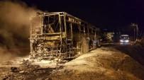 HALK OTOBÜSÜ - Park Halindeki Halk Otobüsü Alev Alev Yandı
