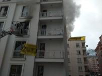 RİZE BELEDİYESİ - Rize'de Bir Apartman Dairesinde Çıkan Yangın Paniğe Neden Oldu