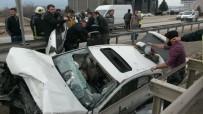 KARADERE - Bariyerlere Saplanan Otomobilden Sağ Çıktı
