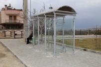 Burhaniye' De Otobüs Durakları Yenileniyor
