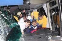 PAMUKKALE ÜNIVERSITESI - Denizli'de Zincirleme Kaza Açıklaması 17'Si Öğrenci 25 Yaralı