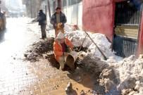 SU SIKINTISI - Eksi 10 Derecede Su Ve Kanalizasyon Çalışması