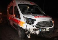Elazığ'da Ambulans İle Otomobil Çarpıştı Açıklaması 3 Yaralı