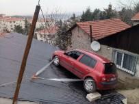 KıYAMET - Fren Yerine Gaza Basan Kadın Sürücünün Kullandığı Otomobil Çatıya Uçtu
