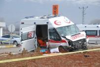 AMBULANS ŞOFÖRÜ - Hasta Nakil Ambulansı Kaza Yaptı Açıklaması 2 Ölü, 4 Yaralı