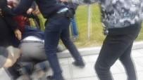 BIBER GAZı - Polise Yumruk Atan Sürücüye Vatandaşlardan Linç Girişimi