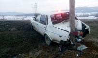 Polisin 'Dur' İhtarına Uymayan Sürücü, Direğe Çarptı
