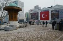 YAYA TRAFİĞİ - 15 Temmuz Demokrasi Meydanı Bursa'nın Merkezinde Can Buluyor