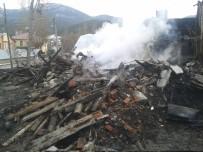 Bolu'nun Mudurnu İlçesinde 2 Katlı Ev Yandı