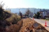 SU SIKINTISI - Büyükşehir Belediyesi  Kumluca'da İçme Su Sarı Hatlarını Yeniliyor
