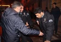 Kahraman Polis Canını Hiçe Sayarak Alevlerin Arasına Daldı