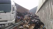 ŞELALE - Kaza Yapan Tırın Dorsesi Açılınca Tonlarca Meyve Ve Sebze Yola Saçıldı