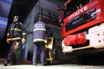 MADDE BAĞIMLISI - Metruk Binadan Çıkan Yangın Korkuttu