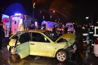 AYDINLATMA DİREĞİ - Önce Aydınlatma Direğine Sonra Otomobile Çarptı Açıklaması 8 Yaralı
