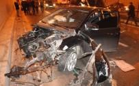 Otomobil Korkuluklara Çarptı, Motoru 100 Metre İleriye Fırladı