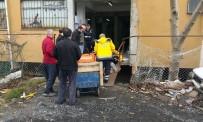 OKMEYDANı - 200 Kiloluk Panonun Altında Kalmaktan Son Anda Kurtuldu