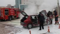 Seyir halindeki otomobil yandı, kadın sürücü gözyaşlarını tutamadı
