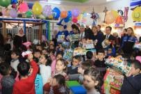 Vali Toprak'tan 150 Çocuğa Oyuncak