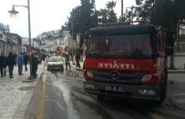 SÖNDÜRME TÜPÜ - Yanan Otomobili Esnaf Söndürdü