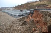 TAŞERON FİRMA - Zonguldak-Ereğli Arasında Çöken Yolun Hafriyatı Alındı