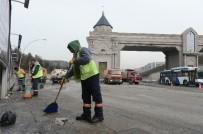 TEMİZLİK ARACI - Ankara Büyükşehirden Kent Giriş Kapılarında Temizlik