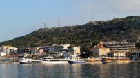 BALIKÇI TEKNESİ - Çeşme'deki Gezi Teknelerinde Barınak Sıkıntısı