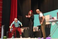 GEBZELI - 'Çevrimdışı Aile' Tiyatro Oyunu İzleyiciden Tam Not Aldı