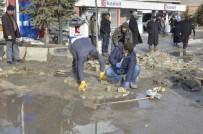 KIŞ MEVSİMİ - Erciş Belediyesi Kış Şartlarında Bozulan Yollar Onarılıyor