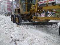 Kars Belediyesi Cadde Ve Kaldırımların Karını Temizledi