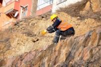 Kaya Parçaları Olası Bir Kazaya Mahal Vermeden Temizlendi