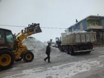 KAR TEMİZLEME - Malazgirt Belediyesinden Kar Temizleme Çalışması