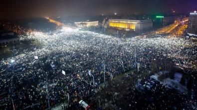 Romanya'da protestolar istifa getirdi