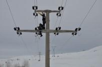 DONMA TEHLİKESİ - ÇEDAŞ, Kış Şartlarında Abonelerini Elektriksiz Bırakmadı