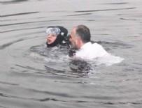 İSMAIL YıLDıRıM - Denize atlayan Belediye Başkanı fenalaşan dalgıcı kurtardı