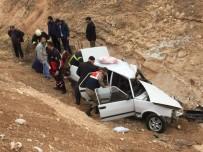 KURTARMA EKİBİ - Virajı Alamayan Otomobil Şarampole Uçtu Açıklaması 1 Ölü, 4 Yaralı