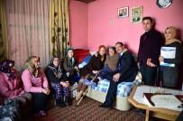 ALTıNOLUK - Yaşlı Vatandaşların Evlerini Kendi Evleri Gibi Temizliyorlar