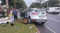 ALAADDIN KEYKUBAT - Alanya'da 2 Otomobil Çarpıştı Açıklaması 3 Yaralı