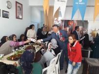 KADINLAR GÜNÜ - Başkan Öztürk, Kadınlara Üzerinde 'Evet' Yazılı Karanfil Dağıttı