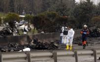 İSTANBUL VALİSİ - Büyükçekmece'de Helikopter Düştü Açıklaması 5 Ölü