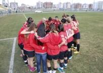 SALON FUTBOLU - Döşemealtı Kadın Futbol Takımı'ndan Fair-Play Örneği