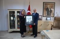 PORTRE - Irak'lı Kursiyer Milli Eğitim Müdürü'nün Resmini Çizdi