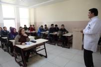 ÜNİVERSİTE MEZUNU - Üniversite Hayali İçin Kızı Yaşındaki Gençlerle Ders Çalışıyor