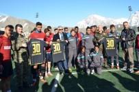 HAKKARİ VALİSİ - Vali Toprak Futbolcuların Antrenmanlarını İzledi