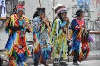 PORSUK - Kızılderelilerin Sokak Konseri Hayran Bıraktı