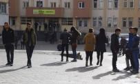 Hakkari'de Sınava Geç Kalan 4 Öğrenci İçeri Alınmadı